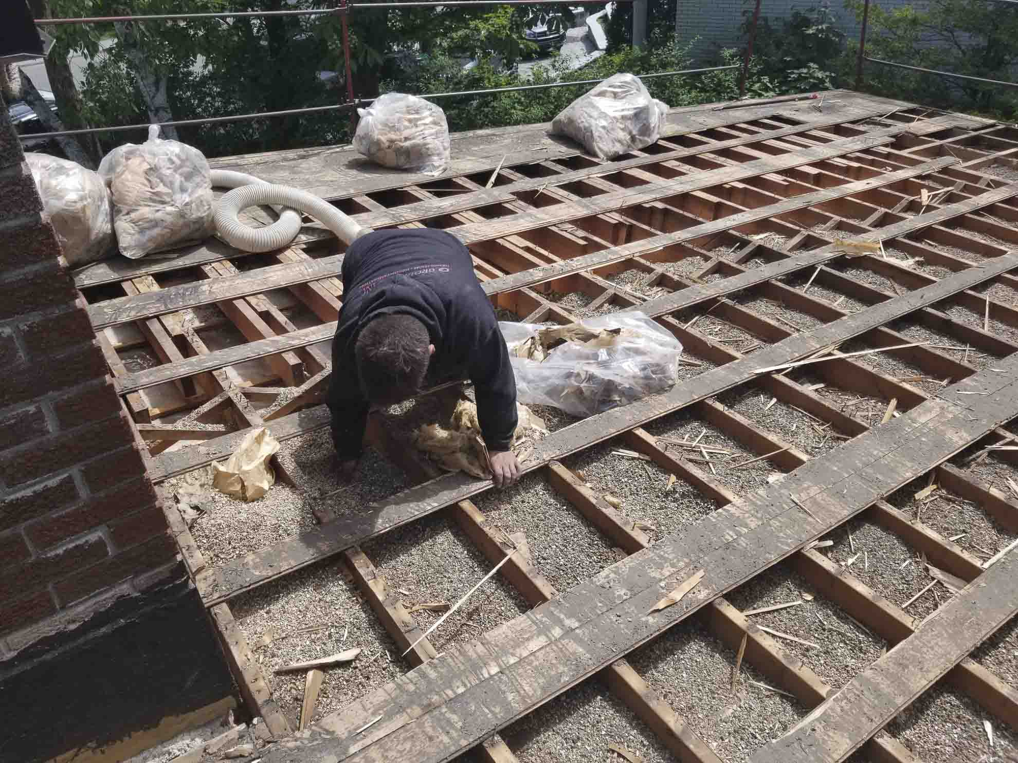 Cleaning and removal of debris on the roof structure